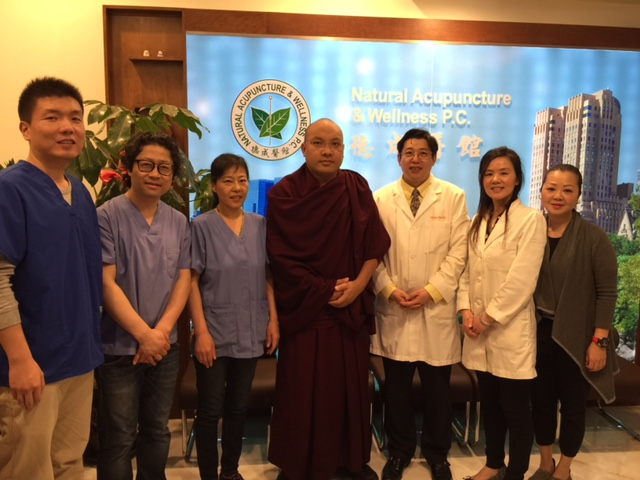 Karmapa visited Decheng Medical Center on April 28, 2015
