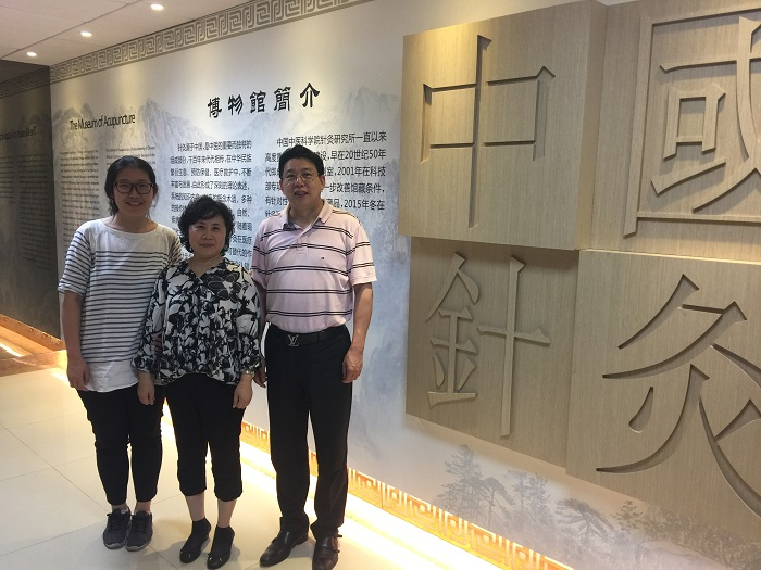 "On July 19, 2016, Dr. Decheng Chen visited the Editorial Office of ""China Acupuncture"" journal, and talked with Editor-in-Chief Shulan Qi"