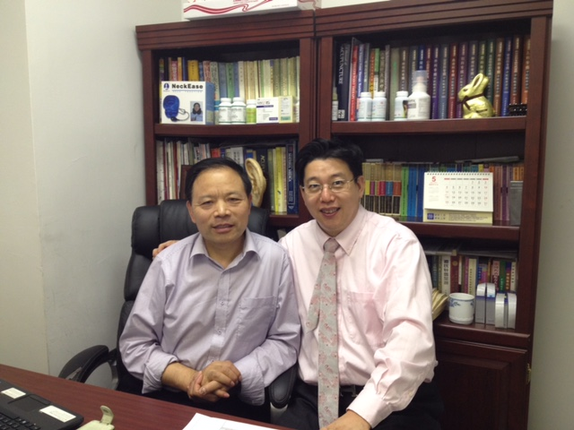 Dr. Wu, Zhongchao (Director of Acupuncture Hospital of China Academy of TCM Beijing)) came to visit Decheng Medical Center on May 19, 2014